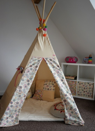 zelt kinderzimmer nhen tipi zelt im kinderzimmer. Black Bedroom Furniture Sets. Home Design Ideas